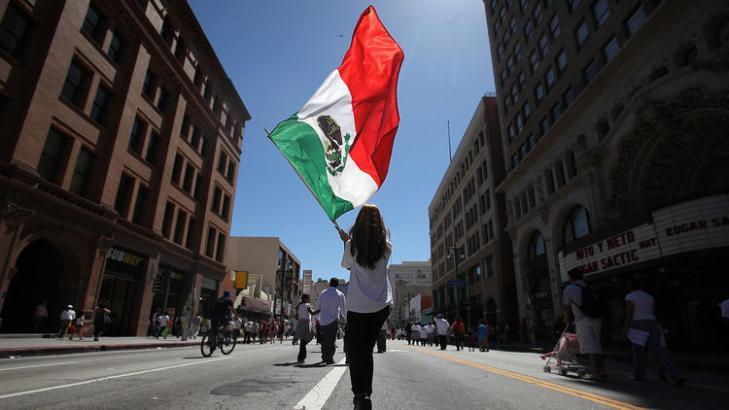la-me-trump-mexican-flag-pictures-20160429